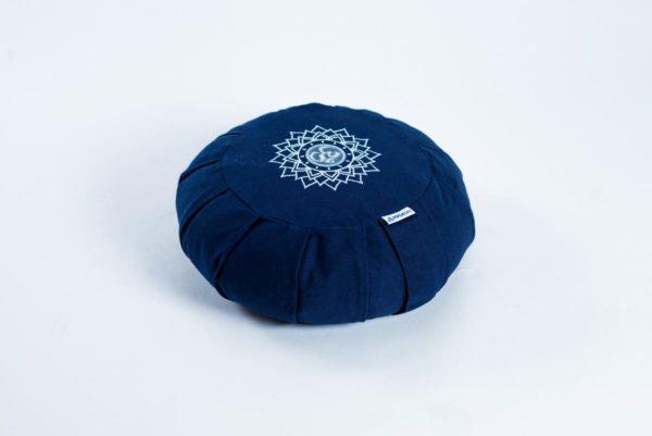 Pernă rotundă YogaSat cu hrișcă, bleumarin cu broderie Sahasrara Chakra