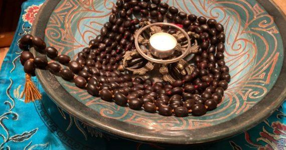 mala-din-seminte-de-lotus-simbolul-cresterii-spirituale